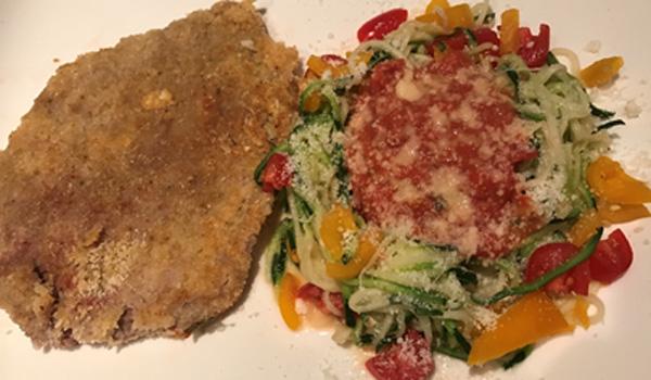 Schnitzel mit Gemüsespaghetti Low Carb